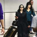 Dita Von Teese – Arrives at the airport in Miami - 454 x 579