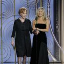 Carol Burnett and Jennifer Aniston At The 75th Golden Globe Awards (2018) - 400 x 600