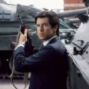 James Bond - Pierce Brosnan - 454 x 313