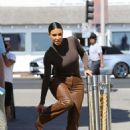 Kim Kardashian – Out for lunch at Malibu Farm Pier Cafe in Malibu