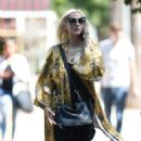 Ashlee Simpson – Shopping candids at Urban Outfitters in Los Angeles - 454 x 792