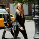 Alicia Silverstone – Arrives to her hotel in New York