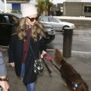 Amanda Seyfried – Arrives at LAX airport in Los Angeles