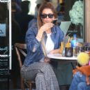 Maria Menounos – Out for lunch in Beverly Hills - 454 x 681