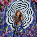 Josephine Skriver – 2018 Victoria's Secret Fashion Show Runway in NY - 454 x 681