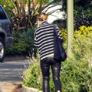 Olivia Wilde – heads to the airport in Los Angeles