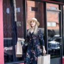 Elizabeth Olsen – Shopping in Los Angeles 10/9/2016