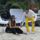 Jessica Alba – On Vacationing in Mexico - 454 x 303