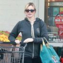 Amy Smart enjoys a day of shopping with her mom Judy in West Hollywood, California on December 15, 2014 - 454 x 571