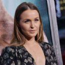 Camilla Luddington – 'Tomb Raider' Premiere in Hollywood - 454 x 301