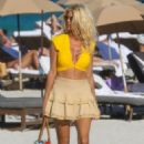 Victoria Silvstedt – Seen on the beach in Miami - 454 x 681