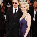 Reese Witherspoon and Ryan Phillippe - The 59th Annual Golden Globe Awards - Arrivals (2002) - 301 x 612