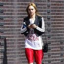 Suki Waterhouse at a gym with a personal trainer in New York City