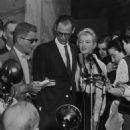 Arthur Miller and Marilyn Monroe - 454 x 540