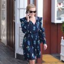 Reese Witherspoon at Brentwood Country Mart - 454 x 630