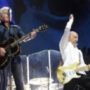 The Who live Festival d'Été de Québec on July 13, 2017 - 454 x 298