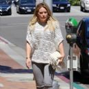Hilary Duff at the Doctor's office - 400 x 600