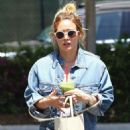 Hilary Duff in Tights with Matthew Koma – Head to the gym in Studio City - 454 x 681