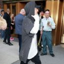 Justin Bieber holds a cryptic sign as he leaves the Elvis Duran show on August 24, 2015 in NYC