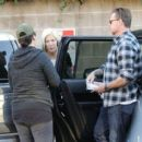 Tori Spelling and Dean McDermott stop by Gelson's Market for some coffee and some fruit in Encino, California on December 29, 2014 - 454 x 413