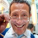 Richard Quest - 454 x 301