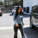 Kim Kardashian – Leaves Italian restaurants in Calabasas - 454 x 641