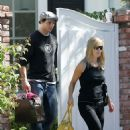 Jennie Garth Gets A Goodbye Kiss From Hubby In Los Angeles 2007-09-25