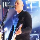 Billy Corgan Blacks Out, Tumbles Onstage