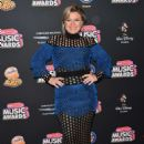 Kelly Clarkson – 2018 Radio Disney Music Awards in Hollywood - 454 x 633