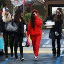 Kourtney Kardashian celebrating a friend's birthday at Lovis Restaurant in Calabasas, California on January 9, 2017 - 454 x 331