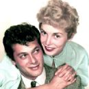 Janet Leigh and Tony Curtis - 454 x 572
