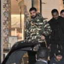 Drake does some shopping in Beverly Hills, California on December 8, 2016 - 454 x 301