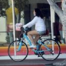 Molly Shannon – Bike ride in Santa Monica - 454 x 303