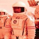 The Mars One mission team includes Renee Cote (Jill Teed), Nicholas Willis (Kavan Smith), Commander Luke Graham (Don Cheadle) and Sergei Kirov (Peter Outerbridge) in Touchstone's Mission To Mars - 2000 - 400 x 166