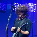 Dave Grohl of Foo Fighters performs on day 3 of the Glastonbury Festival 2017 at Worthy Farm, Pilton on June 24, 2017 in Glastonbury, England - 399 x 600