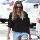 Elizabeth Olsen in Shorts at grocery shopping in Los Angeles - 454 x 887
