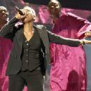 Fantasia Barrino Wins American Idol - 400 x 321