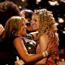Carrie Underwood wins American Idol Season 4 - 383 x 400