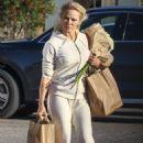 Pamela Anderson – Shoppin at Vintage Grocers market in Malibu - 454 x 681