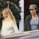 Gwyneth Paltrow is spotted out and about with her boytoy at the Brentwood Market Brentwood, California on December 10, 2016 - 454 x 398