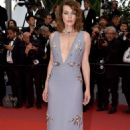 Milla Jovovich – Photocall at Burning Premiere at 2018 Cannes Film Festival - 454 x 681