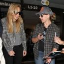 Sarah Michelle Gellar – Arrives at LAX in Los Angeles 9/1/2016