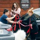 Ariel Winter – Outside a vet's office in Sherman Oaks