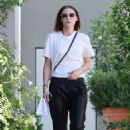 Rooney Mara – Visits the hair salon in West Hollywood - 454 x 681