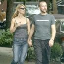 Chris Martin and Gwyneth Paltrow - 300 x 450