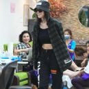 Amelia Hamlin at a nail salon in Beverly Hills - 454 x 681