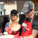Donna D'Errico – Los Angeles Mission Thanksgiving Meal for the Homeless