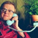 Toby Jones as Truman Capote in director Douglas McGrath's Infamous, a Warner Independent Pictures release. - 454 x 221