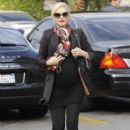 Gwen Stefani hides her growing baby bump under a black blazer while stopping to get Acupuncture in Los Angeles, California on December 18, 2013 - 392 x 594
