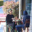 Kendall Jenner in Tights – Out for lunch in Los Angeles - 454 x 537